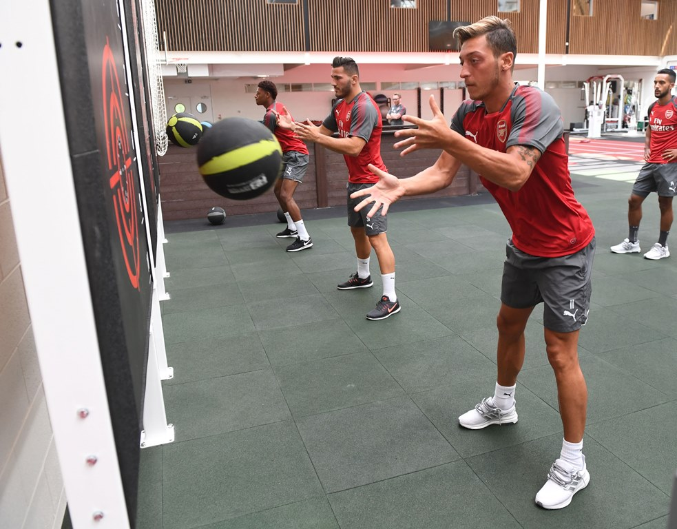 Arsenal's Ozil is out to make new colleague feel right at home
